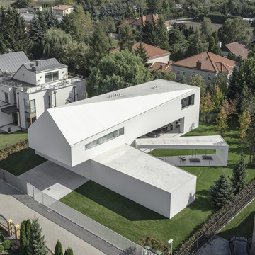 A House that Rotates with the Sun