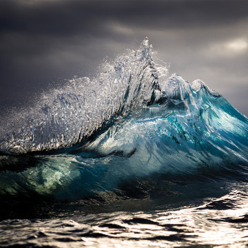 Perfectly Timed Photos of Ocean Waves