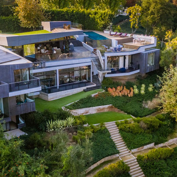 The Home That Blends Indoor and Outdoor Living