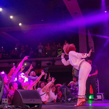 Melii Wows Crowds on Stage
